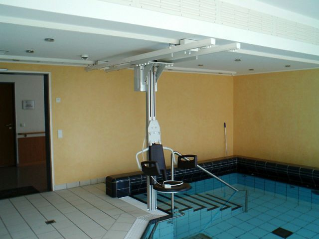 ceiling-mounted-pool-lift-caesar